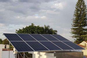 foto de cliente con paneles solares
