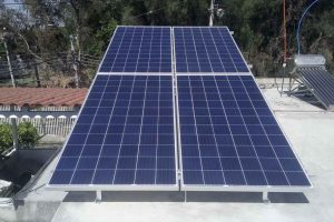 4 paneles solares en campo