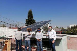 Equipo de instalación de paneles solares